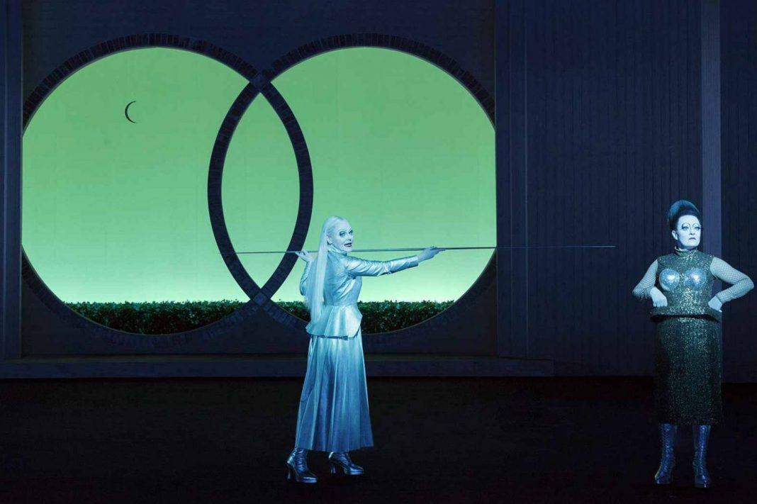 Robert Wilson, Edda   Photo Lesley Leslie-Spinks   Det Norske Teatret, 2017