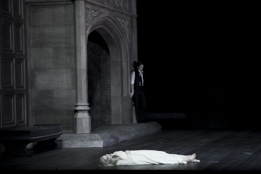 Photo M. Rittershaus | C. Loy, Macbeth (G. Verdi) | Sets: J. Dahlberg Costumes: U. Renzenbrink | Grand Théatre Geneve 2012